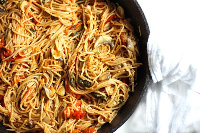 Capellini in Tomato and Garlic Sauce