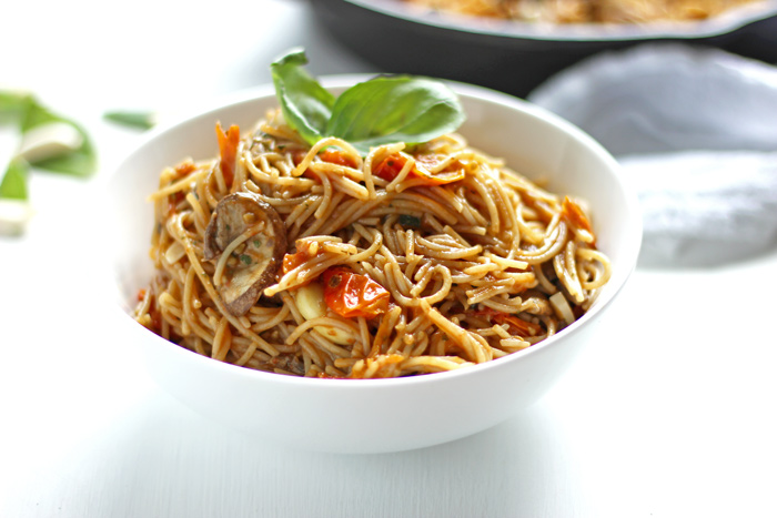 Capellini in Tomato Garlic Sauce