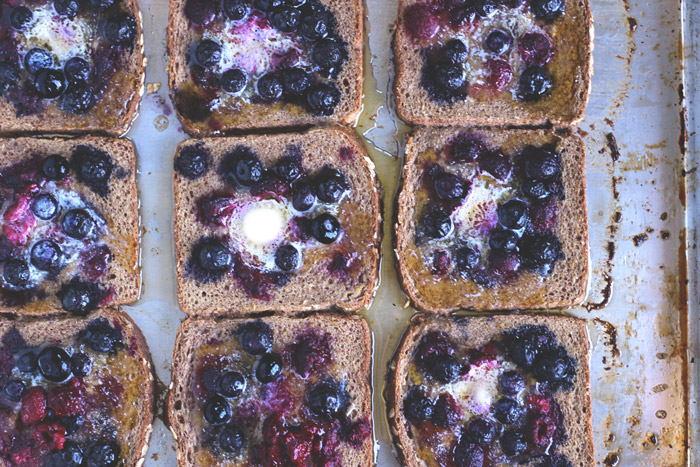 Baked Berry Vegan French Toast. The perfect fall breakfast made with sweet. wholesome ingredients. Still a classic, with a healthy twist! #vegan #healthy neuroticmommy.com