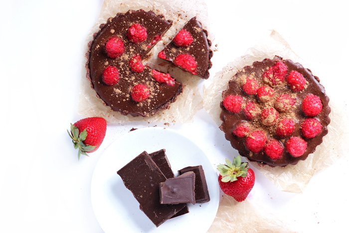No Bake Chocolate Raspberry Tarts. neuroticmommy.com #vegan #chocolate