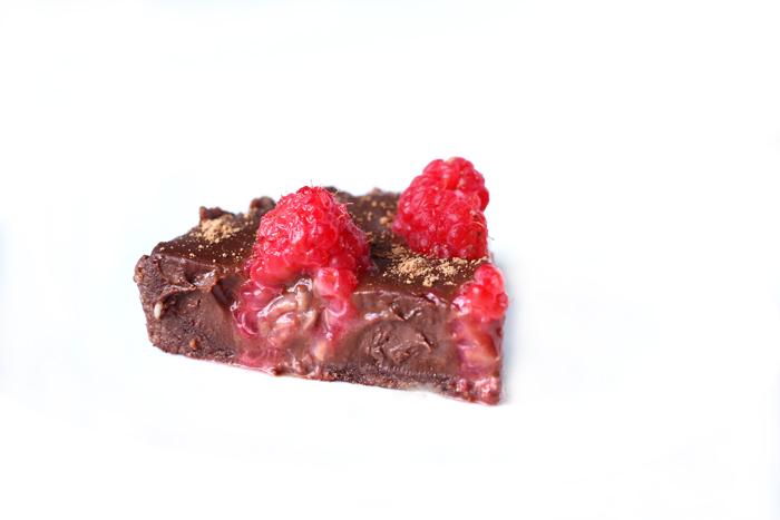 No Bake Chocolate Raspberry Tarts. neuroticmommy.com #vegan #chocolate