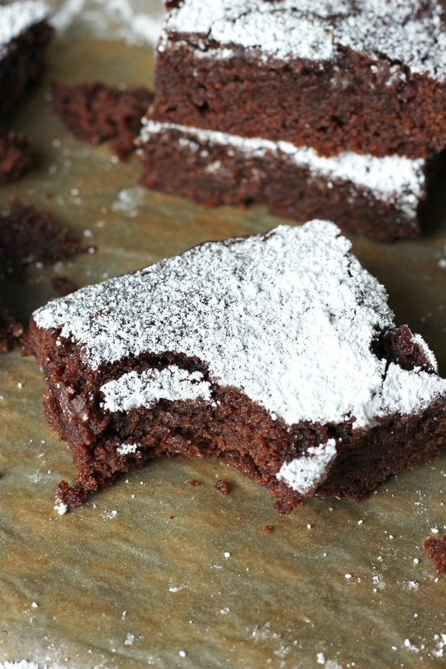 The Best Vegan Pumpkin Brownies. Chocolatey, decedent, with just the right amount of pumpkin. Tis the season! NeuroticMommy.com #vegan #chocolate #pumpkin #halloween