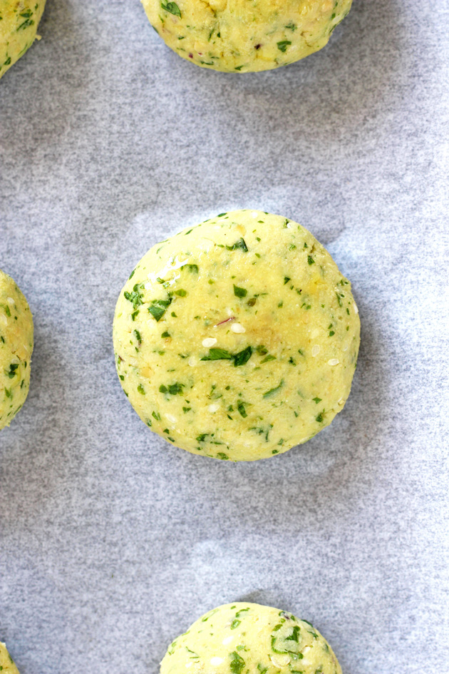 Baked Vegan Falafel - These baked patties are made with organic chickpeas and a healthy list of ingredients that not only will keep you properly nourished, but taste totally amazing. NeuroticMommy.com #vegan #healthy
