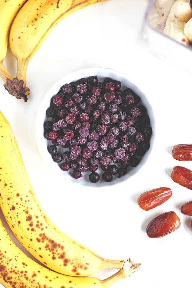 This Blueberry Banana Smoothie packs it all in with fresh organic fruit and a sweet taste that will help curb those unwanted cravings. NeuroticMommy.com #vegan #healthy #smoothie