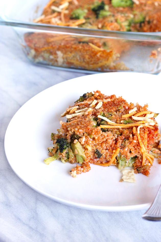 Spicy Quinoa and Broccoli Vegan Cheddar Bake ready for you in just 30 minutes! This fully protein packed meal is easy with using just 5 ingredients. Highly flavorful, with a spicy cheesy kick. NeuroticMommy.com #vegan #meals #healthy