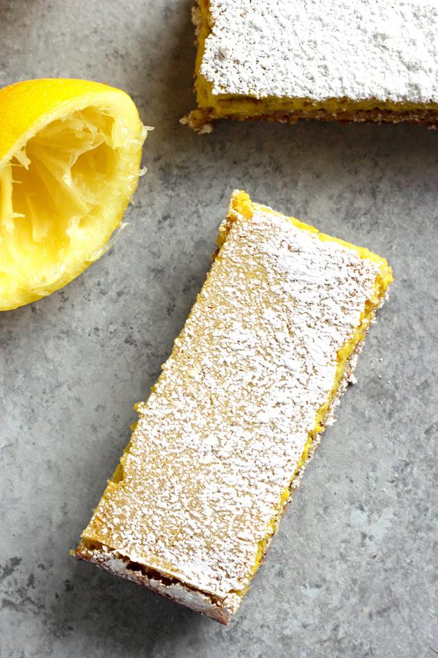 Easy Vegan Organic Lemon Bars - A super easy lemony snack just in time for Easter! Healthy and totally vegan. NeuroticMommy.com #healthy #vegan