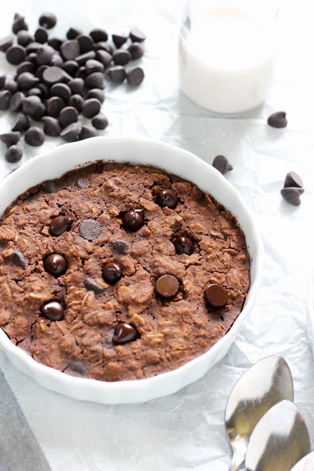 Easy Brownie Batter Breakfast Bake - Yes, you can have brownies for breakfast! #NeuroticMommy #vegan #chocolate
