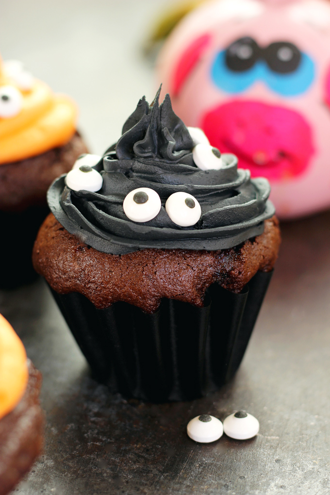 Halloween monster witch cupcakes neuroticmommy for How to make halloween cupcakes from scratch