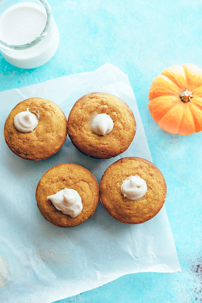 Maple Corn Muffins with Pumpkin Spice Cashew Cream Filling - Maple Corn Muffins with Pumpkin Spice Cashew Cream Filling - Healthy corn muffins full of flavor with hints of maple and pecan, they're perfect for fall. NeuroticMommy.com #veganmuffins #cornmuffins #pumpkin
