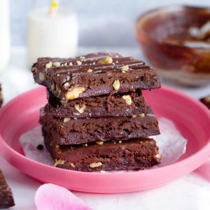 Raw Vegan Walnut Brownies With Chocolate Ganache - Hands down the best no bake vegan brownies EVER! No refined sugars and gluten free. NeuroticMommy.com #vegan #brownies #raw