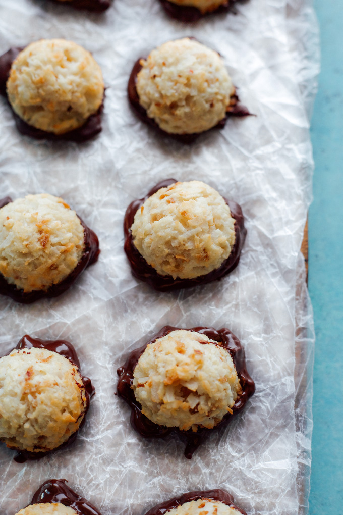 Vegan Coconut Macaroons - Dipped in dark chocolate, these are full of healthy fats and sweetened with monk fruit. A perfect fat bomb for keto. Neuroticmommy.com #vegan #keto #snacks