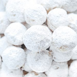 Vegan Snowball Cookies - Buttery and delicious pecan shortbread cookies coated in powered sugar. The perfect addition to your cookie boxes and holiday gatherings. NeuroticMommy.com #vegan #christmascookies #cookies