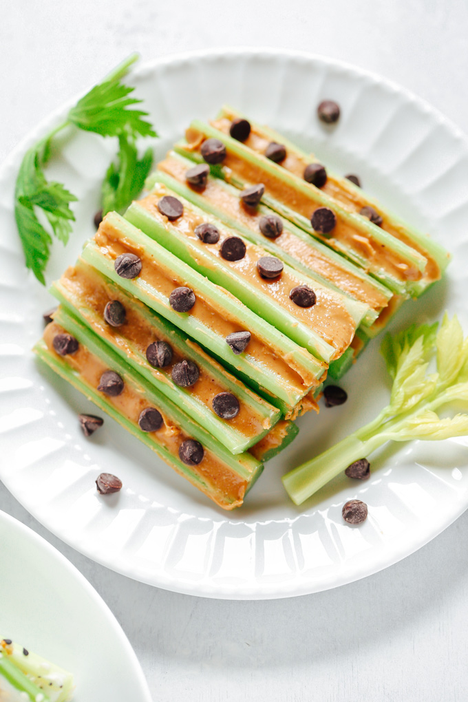 Vegan Keto Celery Snacks - For the carb conscious, filled with creamy goodness through every bite making this a snack to look forward to. NeuroticMommy.com #veganketo